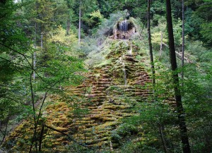 """Tüfels Chilen"" - a reamarkable calcareaous tuff quarry in Switzerland"