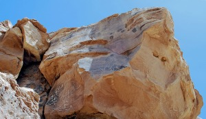One of the Late Palaeolithic rock art panels at Qurta (in the middle). At both sides of the panel modern quarrying took place in the 1960s, but according to old photos it did not touch the panel
