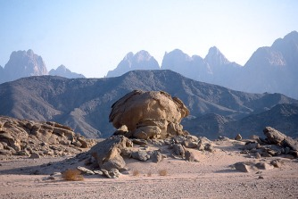 Egypt (Eastern Desert, Badia): looking towards the Qattar mountains