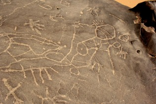 Egypt (Gharb Aswan): old geometric rock art