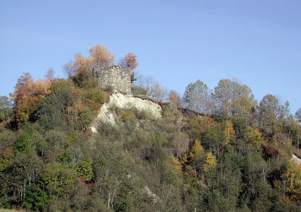 The Cartatscha ruin: High up on an eroding end moraine deposited by the Punteglias glacier