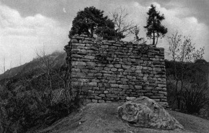 "The Cartatscha ruin from the south, probably in the 1920s. No sign of erosion. Photo from Erwin Poeschel, ""Das Burgenbuch von Graubünden"" (1930). Note the erratic block in the foreground"