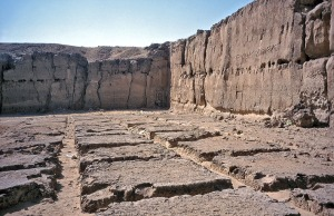 The chocolate slab pattern in the large quarry at the north side of Chephren's Pyramid (Giza)