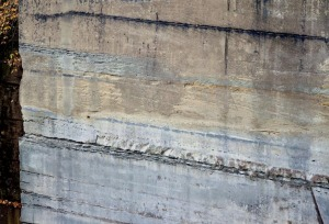 Quarry at Gurten, Berne: The difference between good bluish stone and inferior yellowish stone