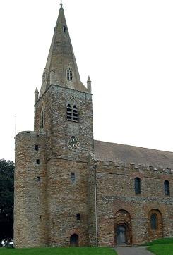 All Saints' Church, Brixworth, anglosaksisk kirke i hovedsak fra 7- og 800-tallet (tårnet senere ombygget). Kirken ble bygget av romersk stein, bl.a. en rekke magmatiske stein fra Leicester-området. Kankje ble også stein brutt lokalt benyttet. Kilde: Parsons 1990. Foto: Wikipedia