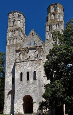 Vestverket til Notre-Dame i Jumièges i Normandie, innviet 1067. Kilde: Friedrich Tellberg, Wikipedia