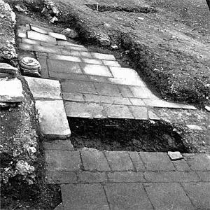 Nidarholm kloster (Munkholmen): Hellegulv fra tidlig 1100-tall. Foto: Øivind Lunde