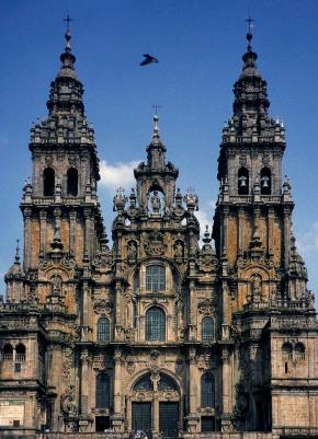 Santiago de Compostela. Vestfasaden er riktignok fra barokken, men granittkatedralen - og det sentrale pilegrimsmålet - har like fullt en historie tilbake til tidlige middelalder. Foto: Per Storemyr