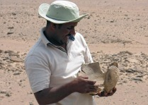 Adel Kelany with pottery found in Subeira: Photo: Per Storemyr