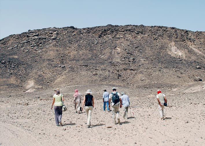 A site visit on a very hot day. Photo: Per Storemyr