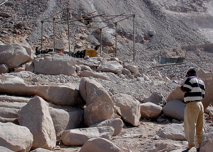 Adel Kamel trying to figure out the nature of the modern mining. Photo: Adel Kelany