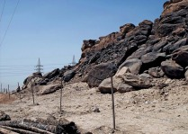 A fence to keep intruders away from Subeira site CAS-6, which is also guarded. Photo: Per Storemyr