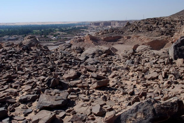 Ancient grinding stone quarry of unknown age in Wadi Abu Subeira. Photo: Per Storemyr