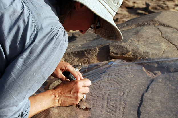 Isabelle Therasse of the Royal Museums of Art and History in Brussels drawing the Epiplalaeolithic masterpiece rock art. Photo: Per Storemyr