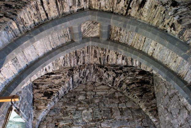Gothic slab vault at the West House of the Archbishop's Palace in Trondheim. The vault was made around 1250 with a combination of sandstone and slate, probably from the Stjørdal district, some 30-35 km est of the city. Photo: Per Storemyr