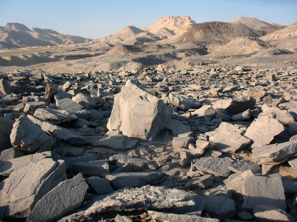 A grinding stone quarry at the north scarp of the Kharga Oasis in the Egyptian Sahara. Photo: Per Storemyr