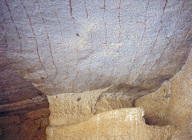 Ceiling full of red lines in a gallery at the Wadi el-Muluk quarry, probably marking how the extraction of stone went on back in the New Kingdom. Photo: Per Storemyr