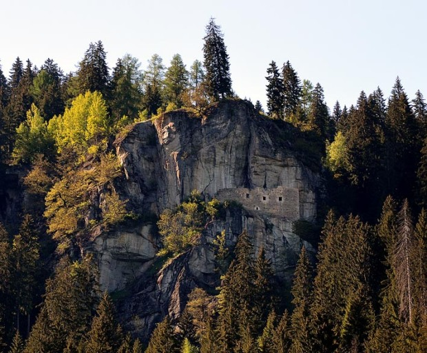 Pinned to the cliff: Kropfenstein medieval cave castle. Photo: Per Storemyr