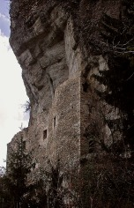 Kropenstein: Protected by the overhanging cliff. Photo: Per Storemyr