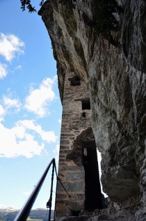 The entrance to Kropfenstein cave castle. Photo: Per Storemyr