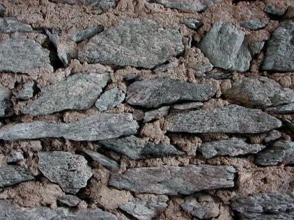 Small stone from Ilanzer Verrucano used in the masonry. Photo: Per Storemyr