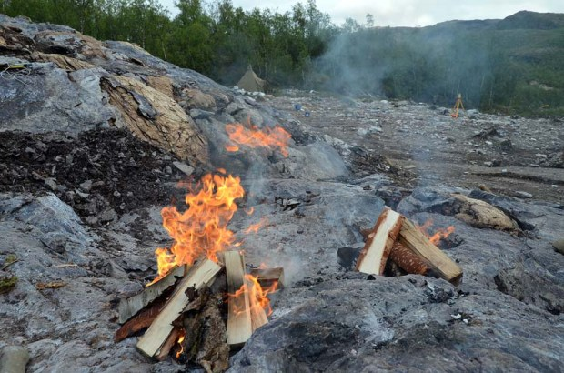 Bonfires to crack up stone in the Melsvik chert quarry. Photo: Per Storemyr