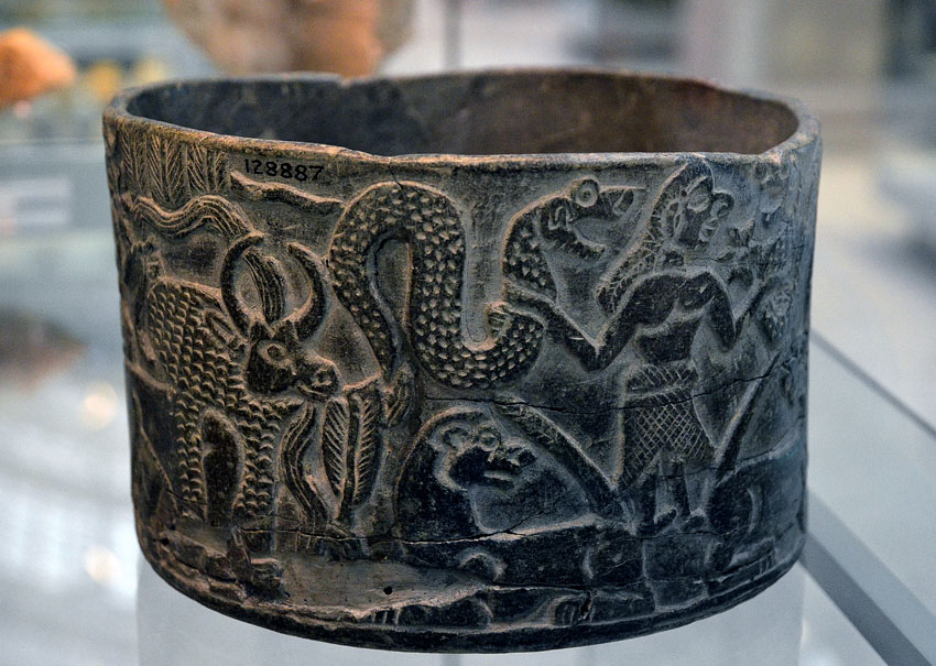 Mesopotamia, or rather the British Museum. Soapstone (or rather chlorite schist) vessel brought in from Iran in the middle of the third millennium BC. Photo: Per Storemyr.