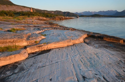 Norway: Looking for marble quarries along the stony beaches in the northern part of the country. This work was part of a great workshop at the Gildeskål medieval church. Photo: Per Storemyr.
