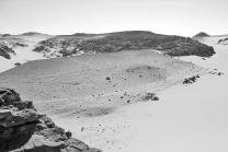 A series of well-worn camel paths descending from the SW into Wadi el-Faras, looking south. Photo: Per Storemyr