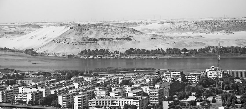 Part of West Aswan across the Nile as seen from a hill above modern Aswan. In the middle is Gebel Qubbet el-Hawa and the Tombs of the Nobles, at the right side Gebel Gulab can be seen. Photo: Per Storemyr