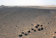 A depot of flint hammerstones on the alluvial terrace with views south over the Kharga depression. Photo: Per Storemyr.