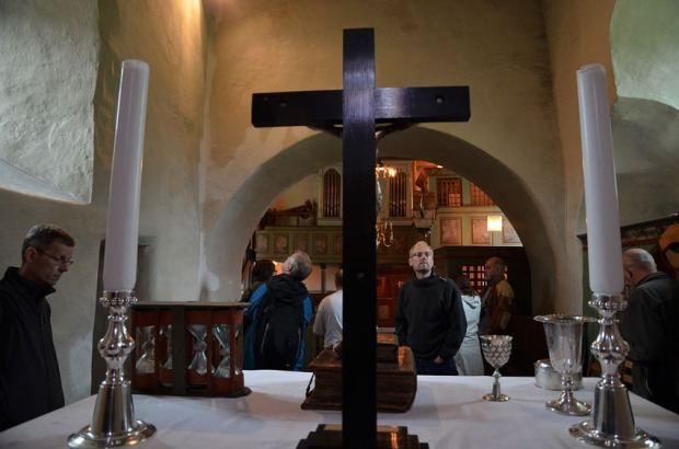 Avansert grubling i koret til Gildeskål gamle kirke. Foto: Per Storemyr