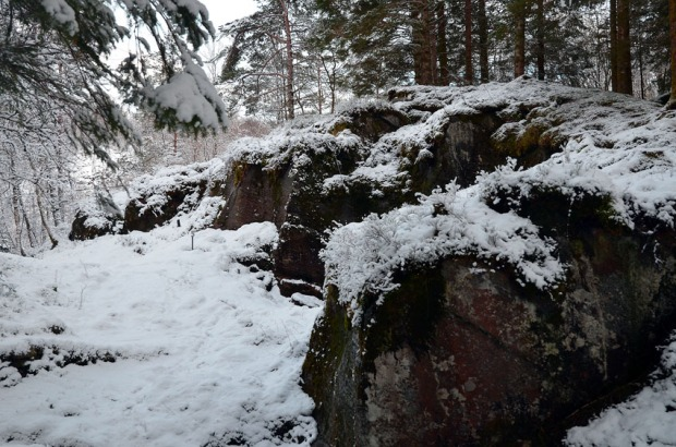Quarry walls in the Millstone Park at Hyllestad. Photo by Per Storemyr