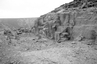 The 18th Dynasty Queen Tiy limestone quarry near Tell el-Amarna. Note the parallel chisel tracks from a small descending platform at right and the non-systematic quarrying traces to the left which resemble those in Middle Kingdom quarries. Photo by JAMES HARRELL.