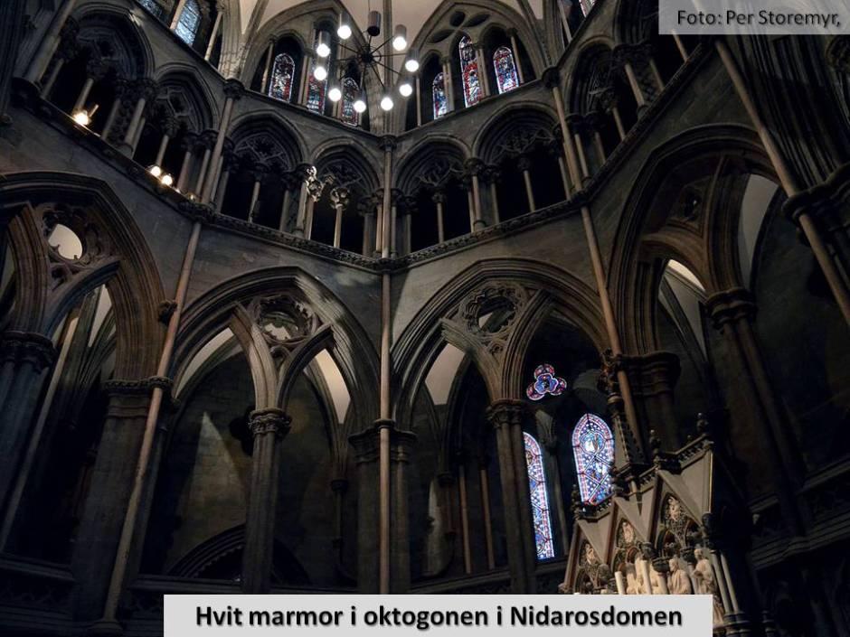 Det indre av oktogonen på Nidarosdomen. Her kom hvite marmorsøyler først på plass mot slutten av 1100-tallet - og tradisjonen fortsatte under ombygginger utover 1200-tallet.
