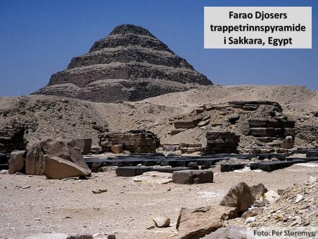 Hvor det hele startet: Farao Djosers trappetrinnspyramide i Sakkara i Egypt - bygd for nesten 5000 år siden. Dette er Nidarosdomens grunnfjell.
