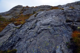 Convex forms and surface-parallel spalling at the Siggjo rhyolite quarry: clear signs of firesetting. Photo by Per Storemyr