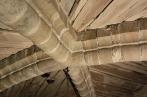 Hvelvet i tårnet på Værnes kirke. Hvelvribbene er hogd av steintyper vi ennå ikke kjenner opprinnelsen til. Foto: Kjartan Hauglid.