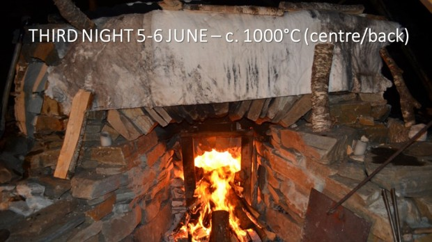We tried to burn slightly outside of the kiln, we protected the masonry. To no avail: With the inferior firewod and construction faults, it was not possible to raise the temperature in the front part of the kiln. But in the centre and back – all still fine.