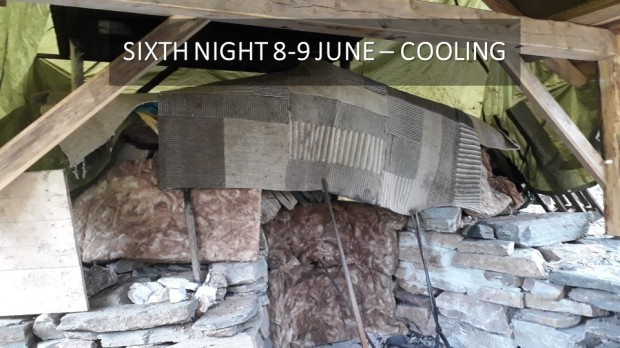 On cooling, through the sixth night, we protected the kiln with all means available. It was raining and we wanted to secure that the temperature remained as high as possible, thus avoiding «dry slaking», reaction between the highly hygroscopic burnt lime and air humidity.