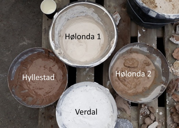 KALKMANGFOLD: Eksperimentell produksjon av kalk på gammelmåten gir et stor mangfold i kvalitet av lesket kalk – noe helt annet enn hva industriell produksjon kan varte opp med. Foto: Per Storemyr