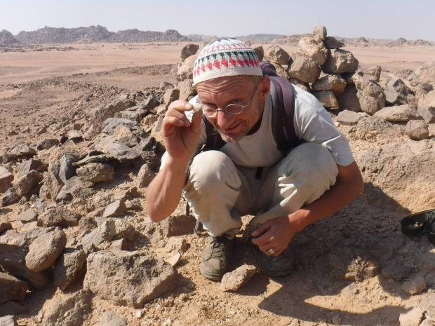 Egypt. På let i de 4000 år gamle ametystgruvene i ørkenen. I dette tilfellet sammen med et California State University, på Wadi el-Hudi Expedition. Foto: Carly Pope (2016)