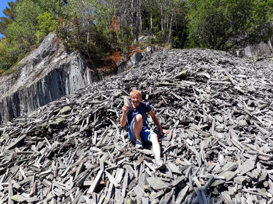 In a sea of whetstone blanks. Excursion to the great old quarries at Eidsborg, Telemark. Photo by Tarald Storemyr