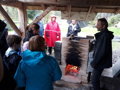 Showing visitors how a traditional lime kiln works, at Millstone Park. Photo by Per Christian Burhol.