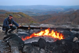 Learning traditional limeburning in Romania, together with Terje Berner. Excursion as part my work for Millstone Park. Photo by Per Storemyr