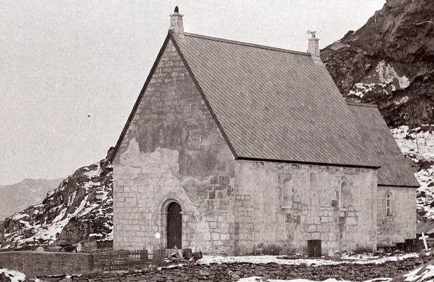 ...og slik så kirka ut etter restaureringen i 1912. Vi ser at takene er blitt brattere og vinduene mye mindre. Foto: Riksantikvaren