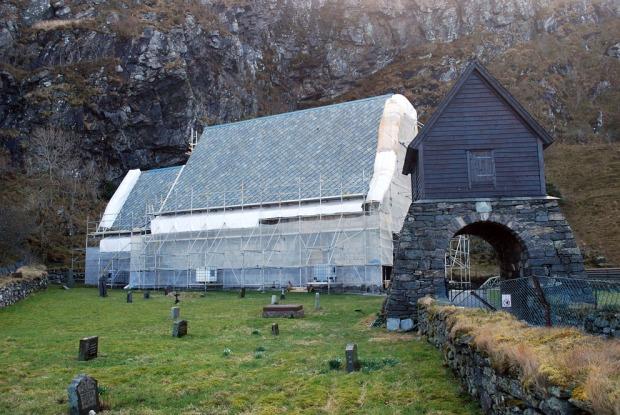 Kinn kirke under restaurering i mars 2019. Foto: Per Storemyr