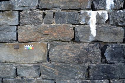 Romansk murverk med fine murestein i terrassen. Foto: Per Storemyr