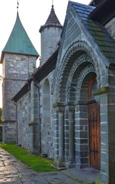 Den romanske delen av Stavanger domkirke har klorittskifer fra Ertenstein på Rennesøy i bl.a. portaler. Foto: Per Storemyr