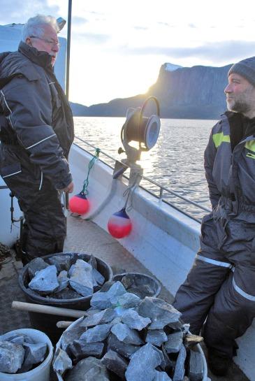 Så tøffer vi hjemover med en liten marmorlast med Sveinung som skipper. Foto: Per Storemyr